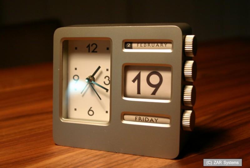 Uhr mit Kalender Edelstahl Schwer Tischuhr Robust NEU Retro USA Tischwecker